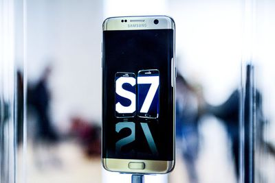 Samsung Galaxy S7 Edge on display at Samsung event in Barcelona
