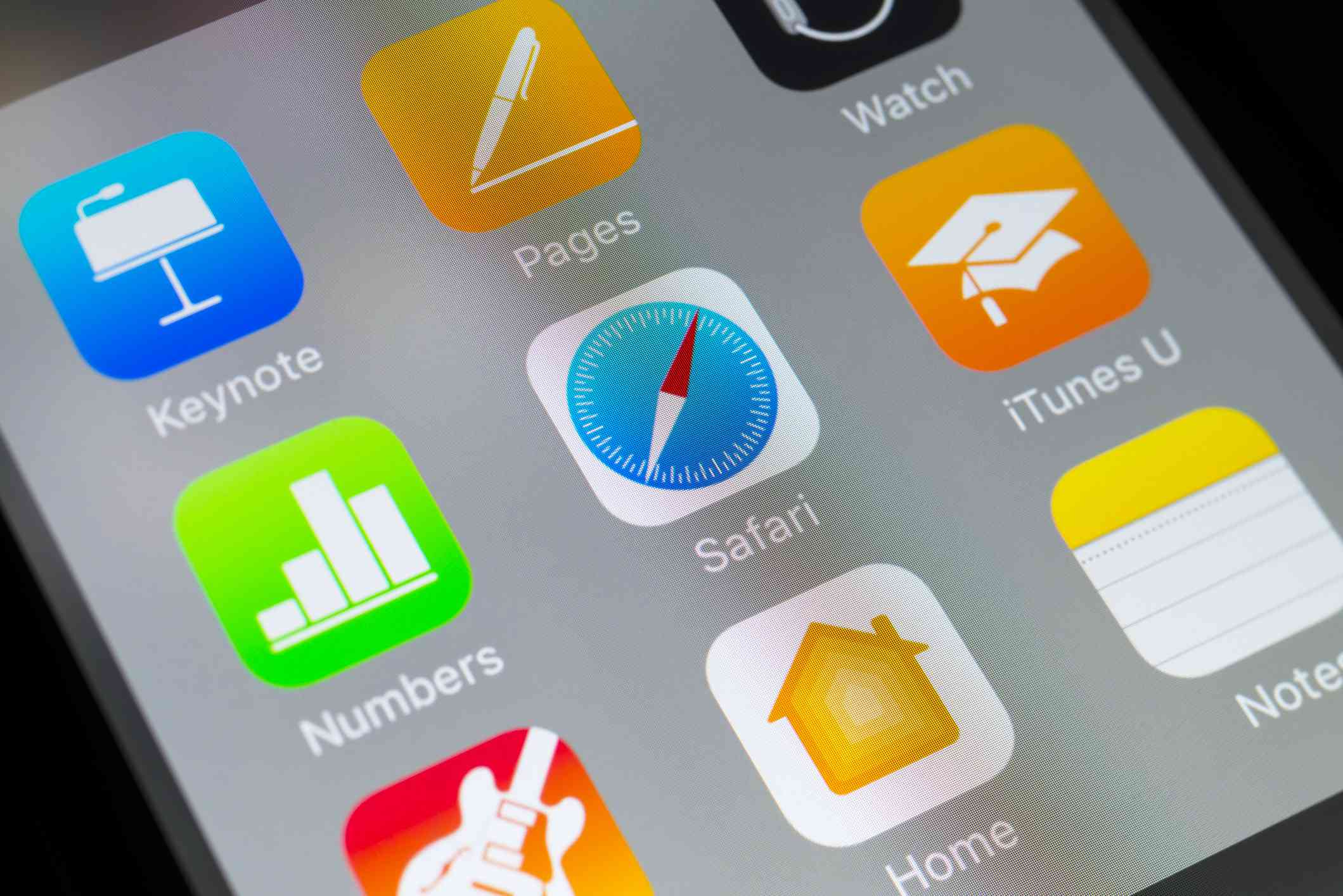 Safari, Numbers, iTunes U and other Apple apps on cellphone