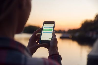 Photo of person by a lake out of focus using Instant Messaging