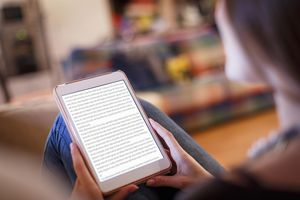 A student reads on a Kindle e-reader.