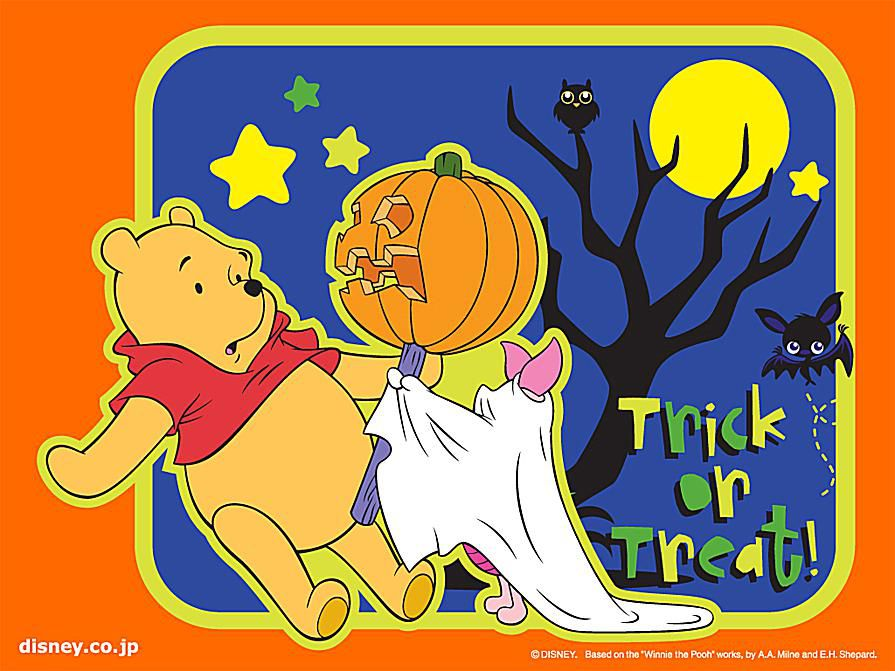 Screenshot of a Halloween wallpaper showing a scared Winnie the Pooh