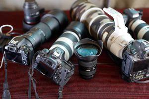 Safari photo. Canon and Nikon digital cameras and lenses. Masai Mara game reserve. Kenya.