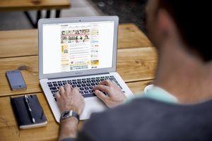 Man using google translate plugin on laptop