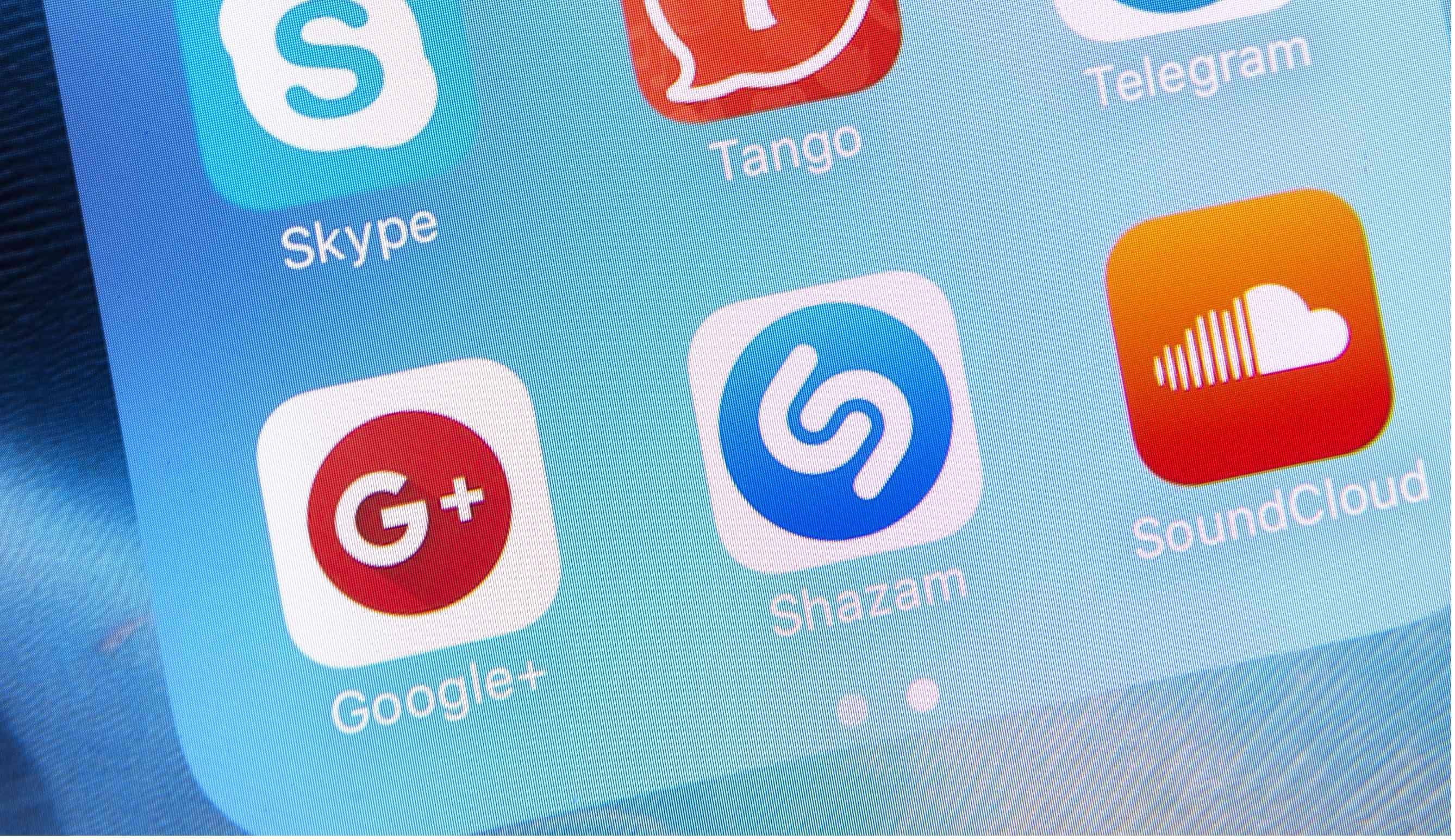 Social Media Apps on Apple iPhone 6s Plus Screen