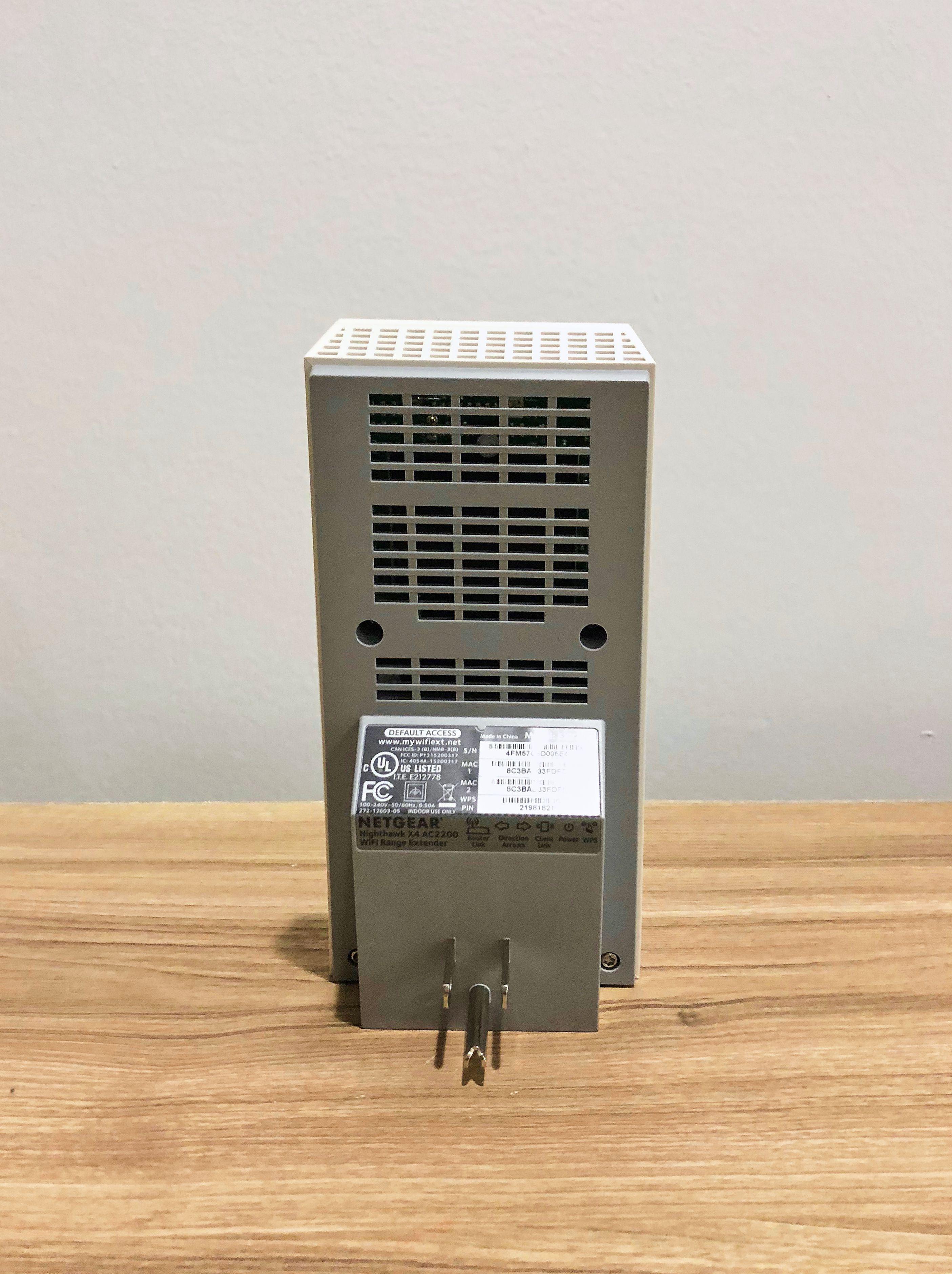 5LW WiFiExtender Back 5bb270c1c9e77c0051c147ed
