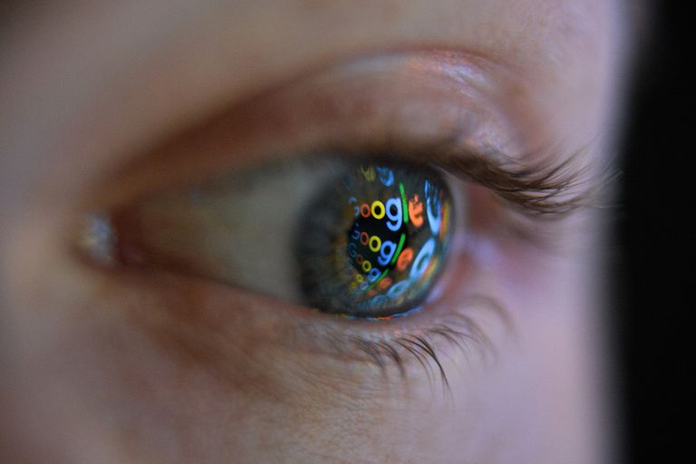 Google logo reflected in an eyeball