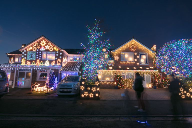 Christmas Lighting.How To Set Up Christmas Lights Synchronized To Music