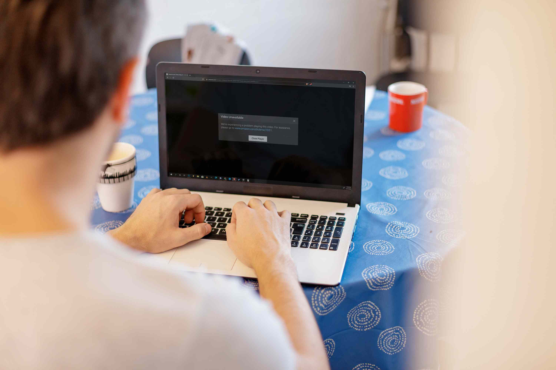 A man views an Amazon Prime Video error message on his laptop.
