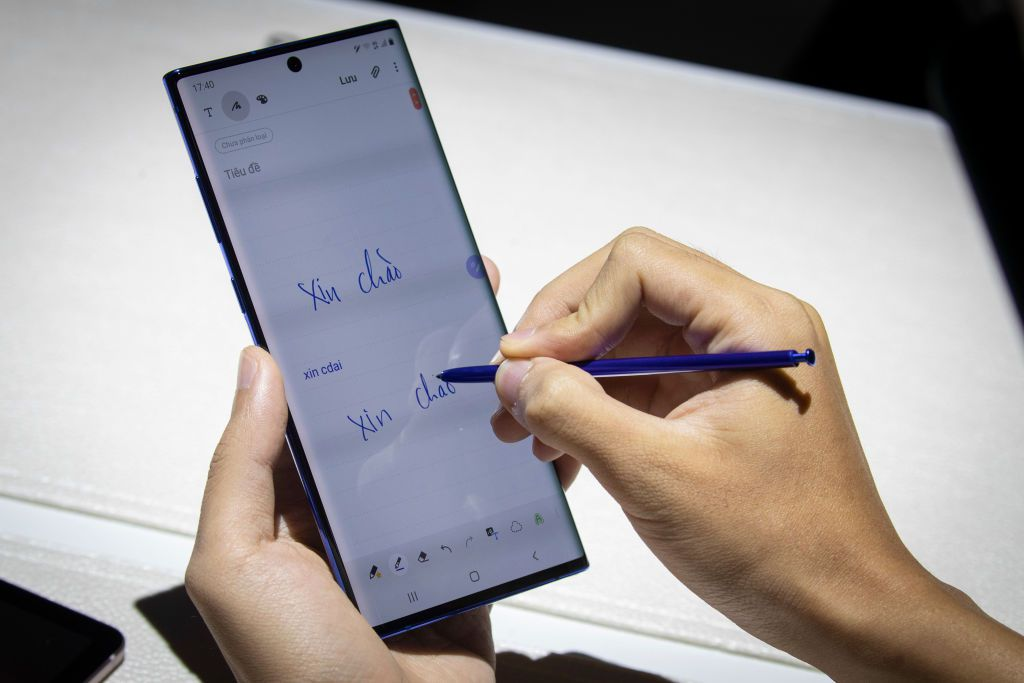 Samsung phone showing use of stylus