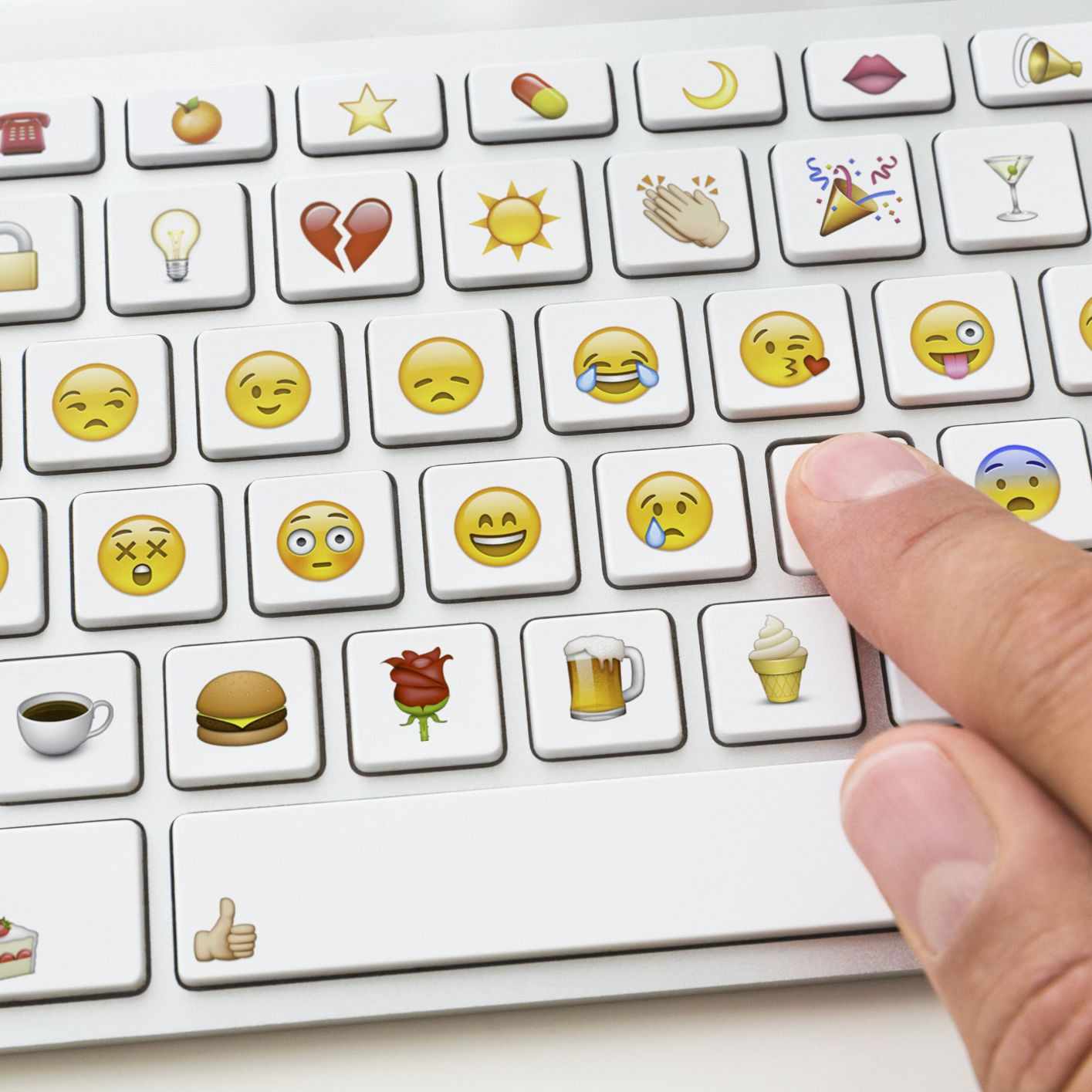 Adding Emoticons to Outlook com and Hotmail E-Mail Messages