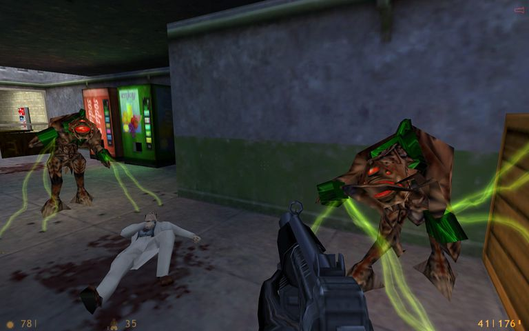 POV character shooting aliens in Half-Life