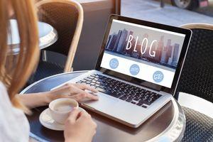 blogging, woman reading blog
