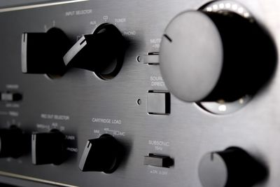 Benefits of Adding Speakers Using the Speaker B Switch