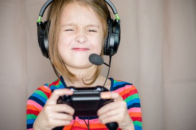 A child frustrated that an Xbox One controller won't recognize the headset.