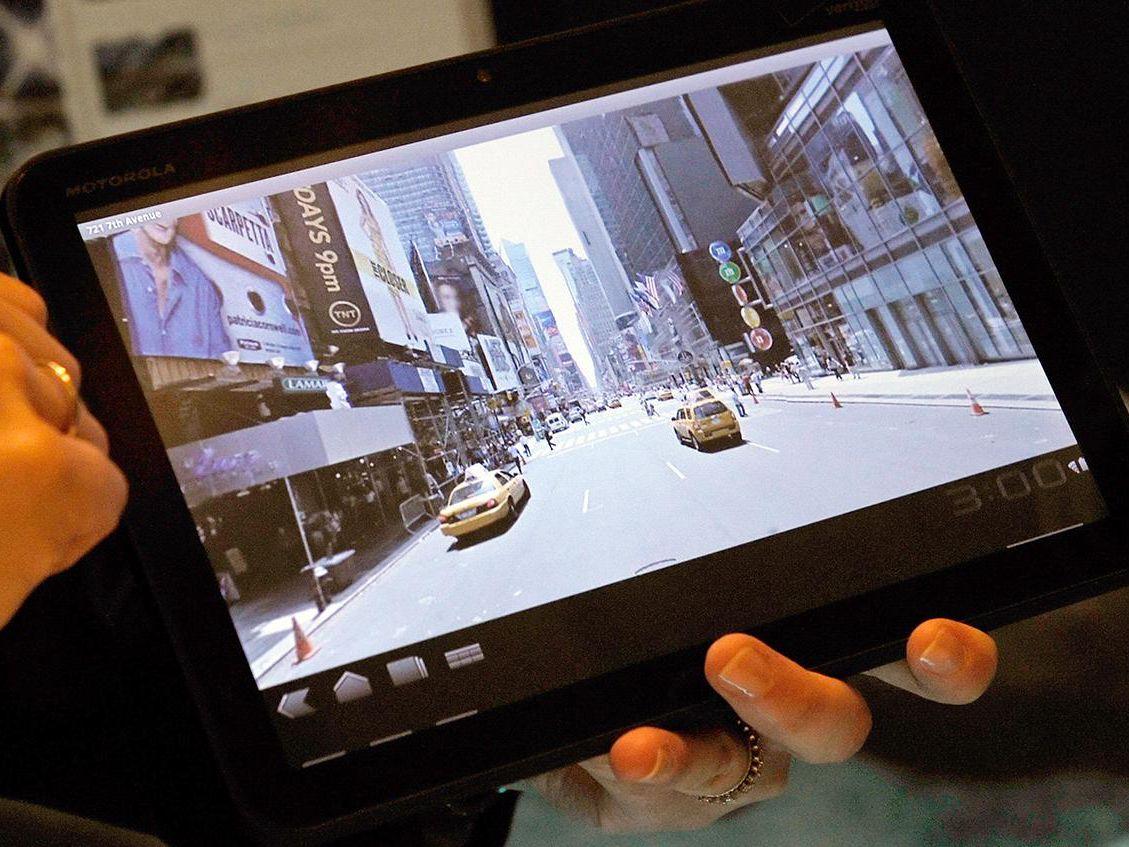 How to Reset a Frozen Motorola Xoom Tablet