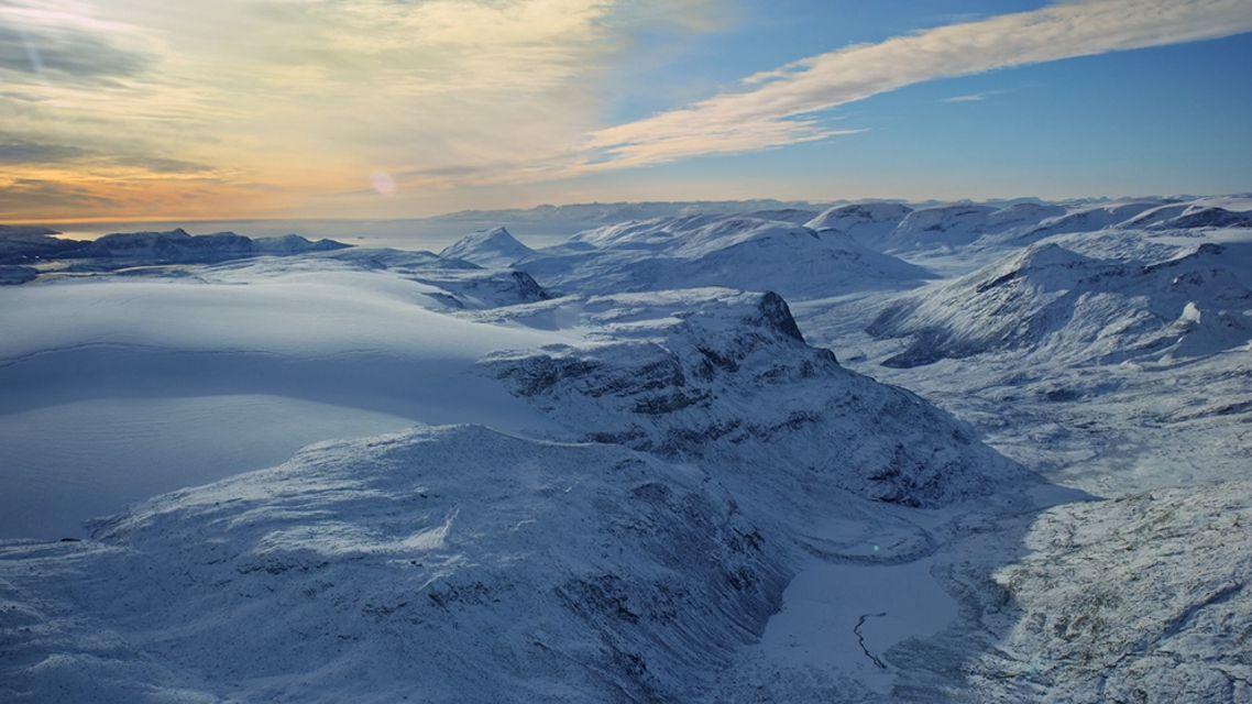Snowy mountainscape screensaver.