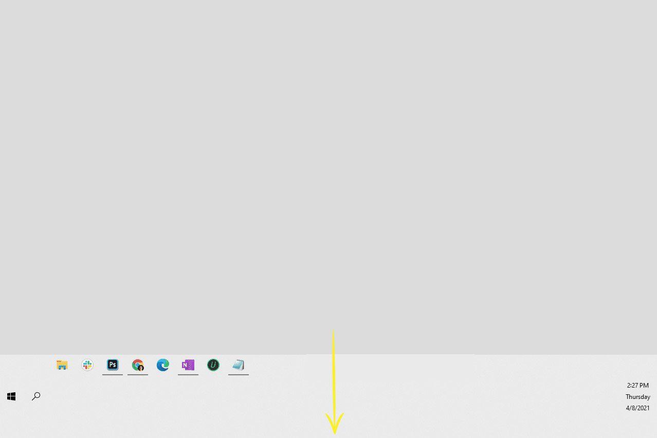 Resizing the taskbar in Windows 10.
