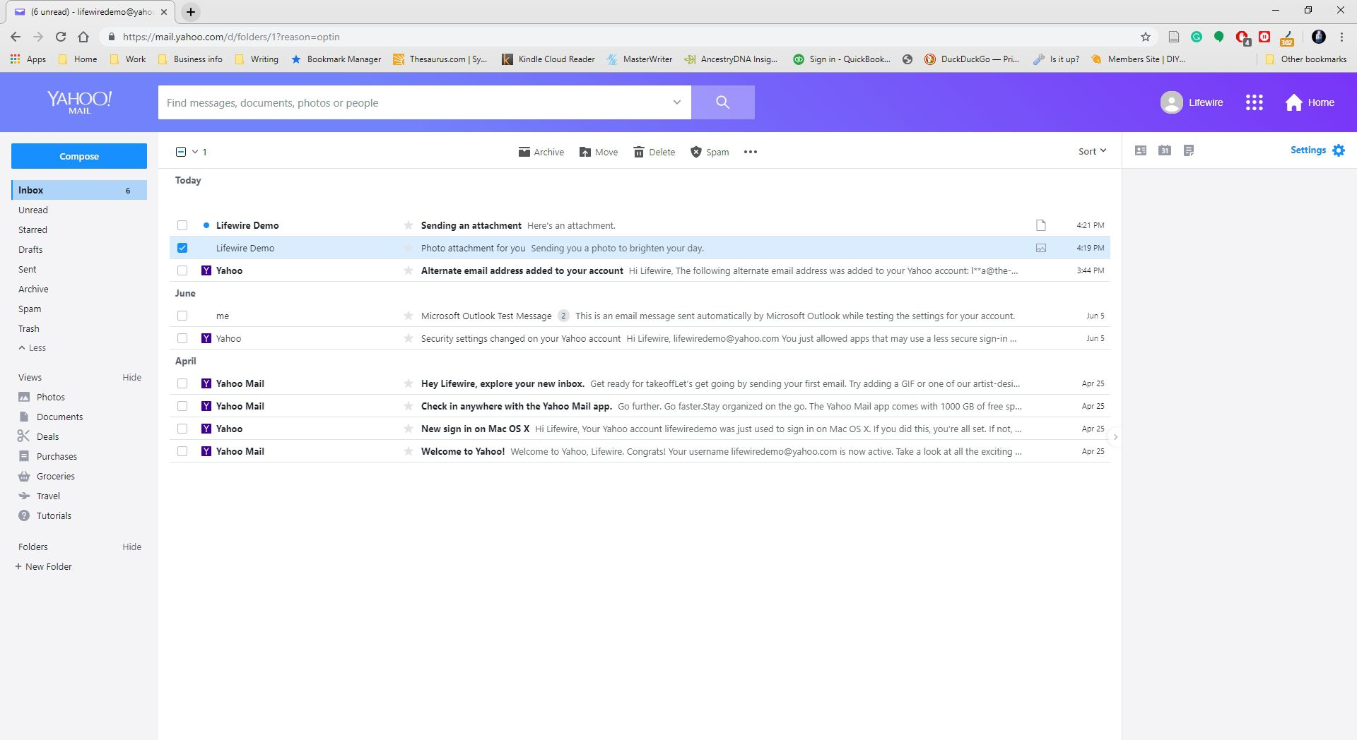 An email with a photo attached is selected within Yahoo Mail.