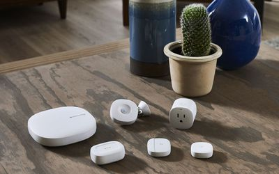 Photograph of Samsung SmartThings Hub and accessories