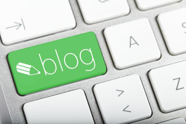 how to make money blogging represented by a green blog key on a keyboard