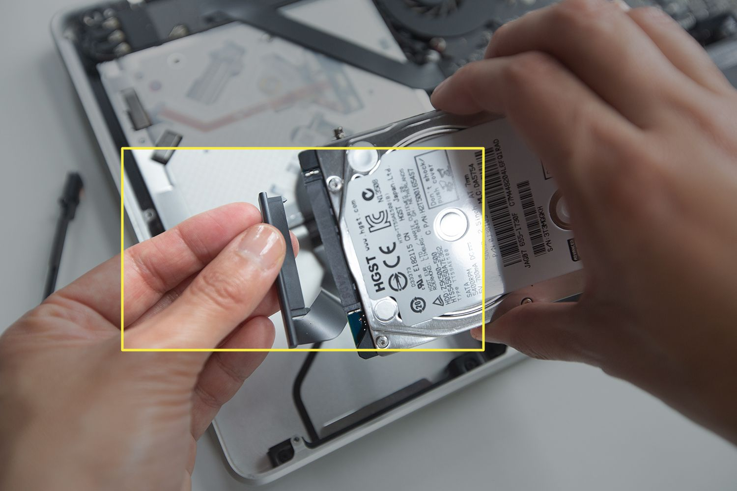 Removing the connector cable from a MacBook Pro hard drive