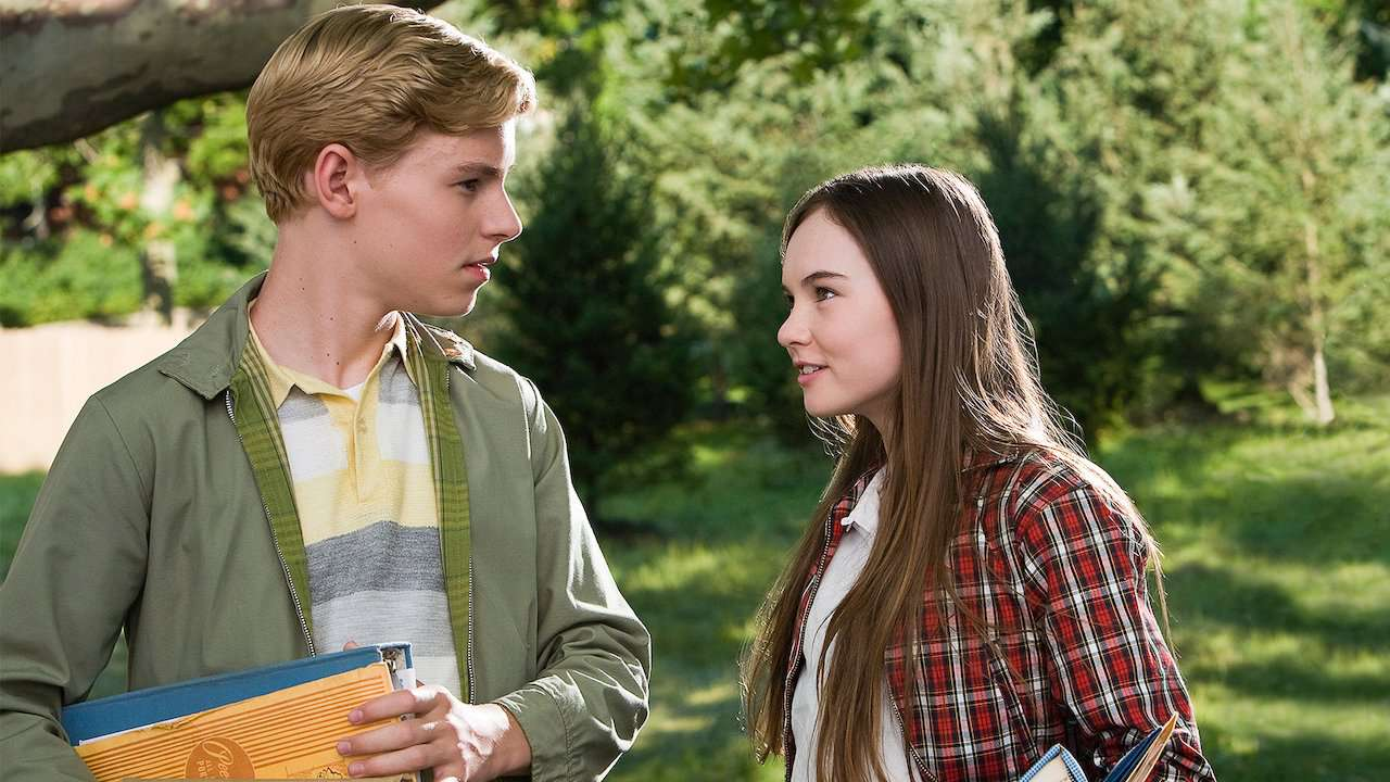 Madeline Carroll and Callan McAuliffe in Flipped