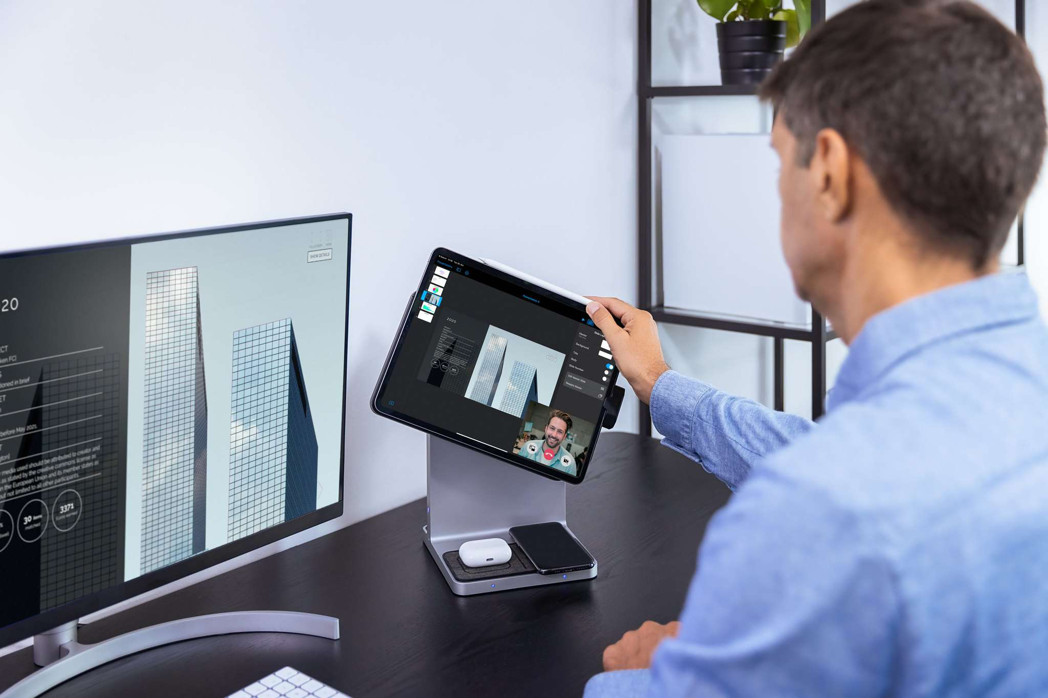 Person placing an iPad on the Kensington StarDock