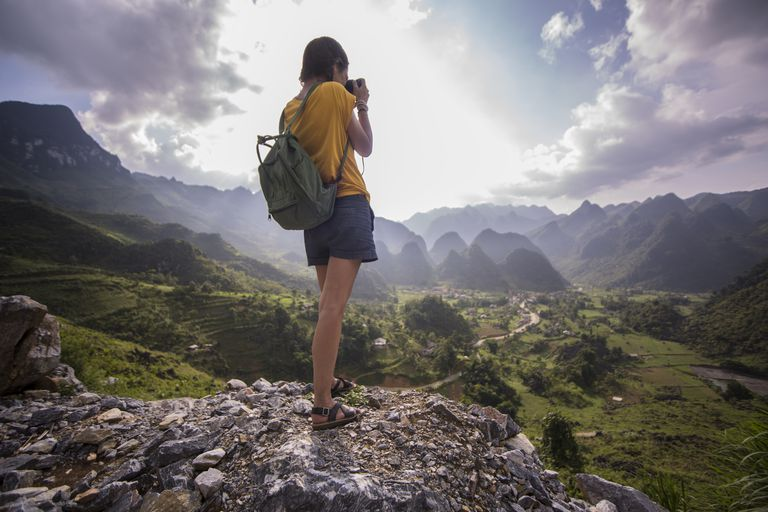 tips for downloading photos while traveling