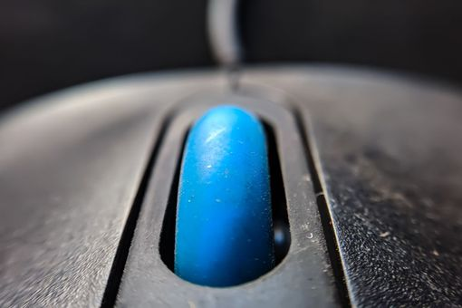 Image of a computer mouse wheel
