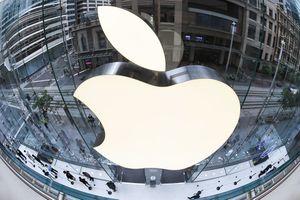 Fish-eye view of the Apple logo.