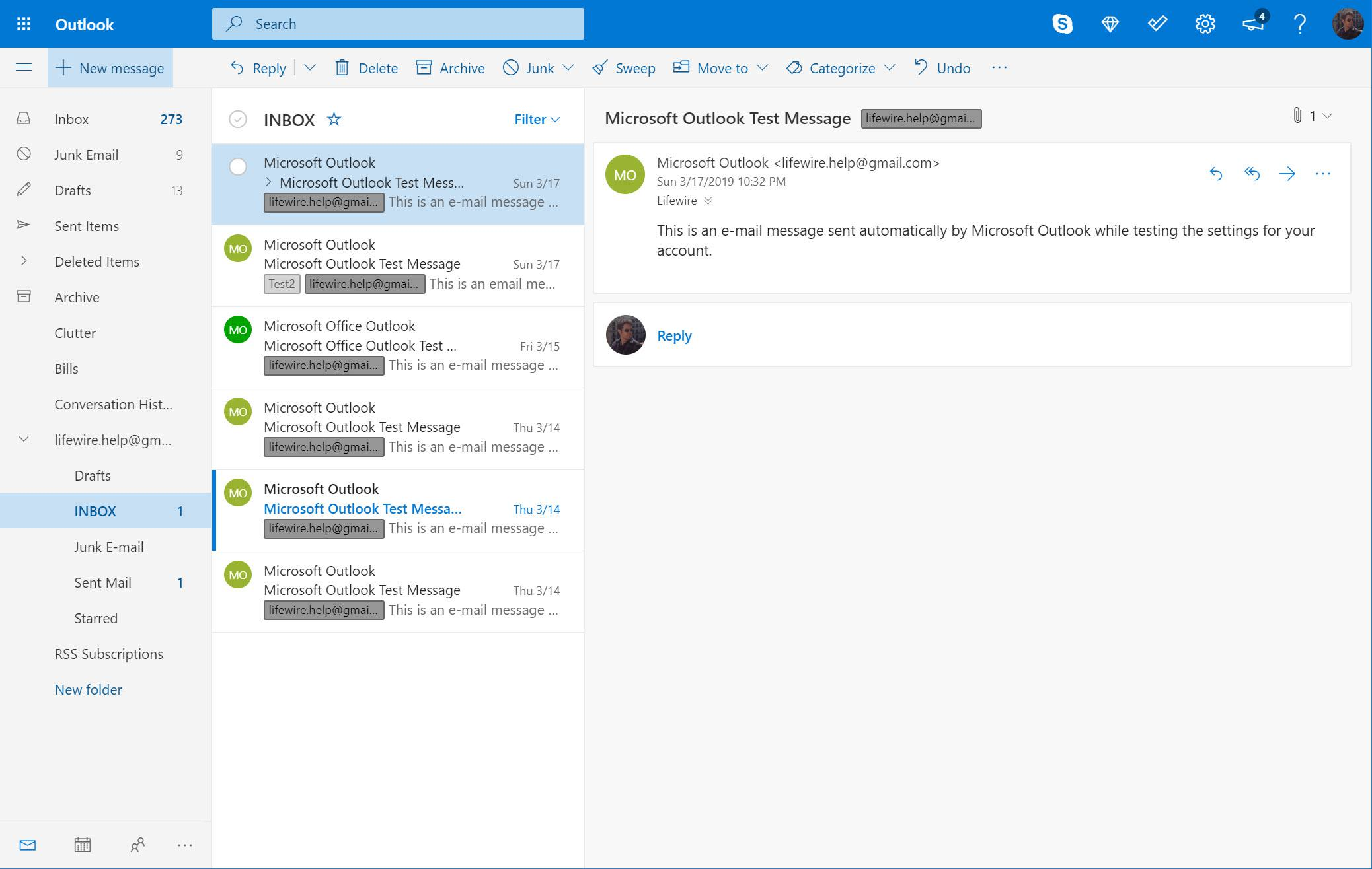 Outlook.com with New message selected