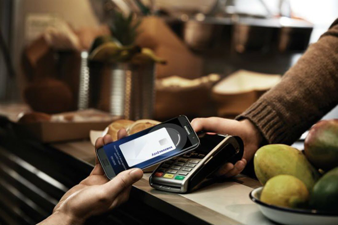 Person using Samsung Pay to make a purchase in a retail establishment.