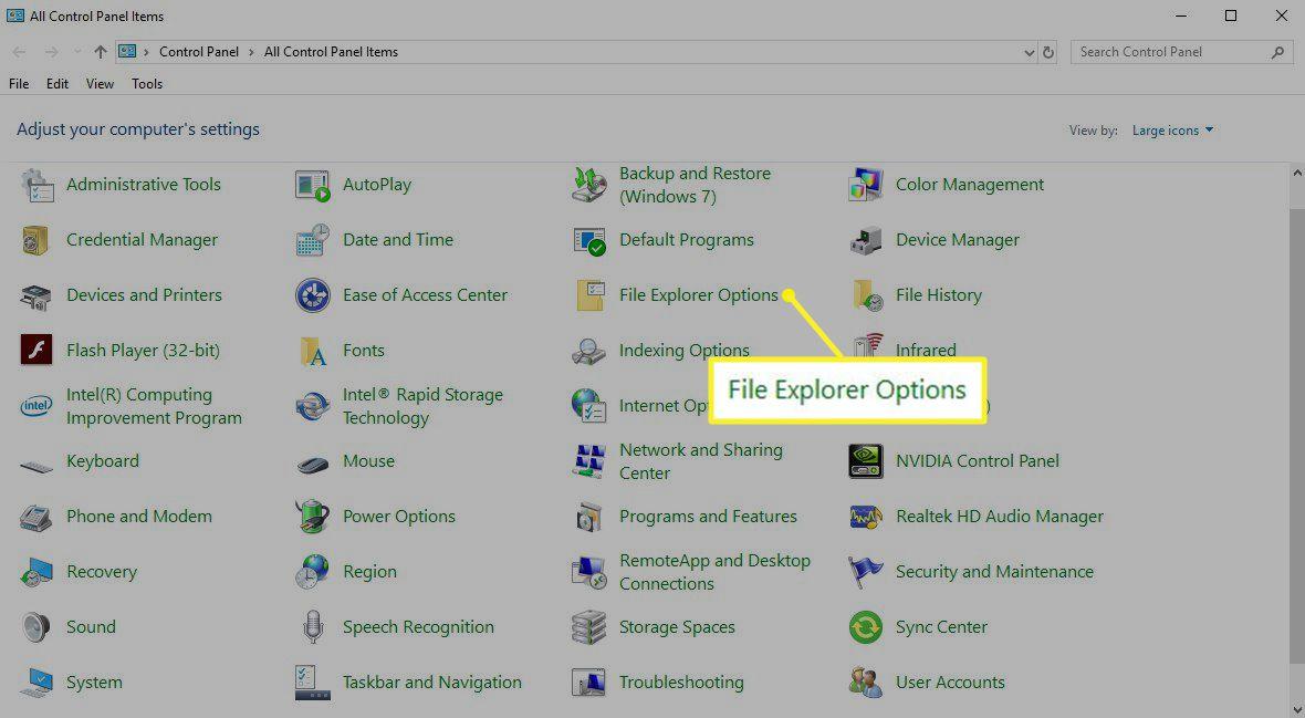 Windows Control Panel showing File Explorer Options