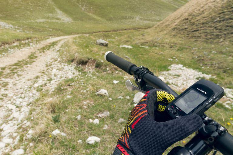 Mountain bikers orienteering with Garmin GPS unit