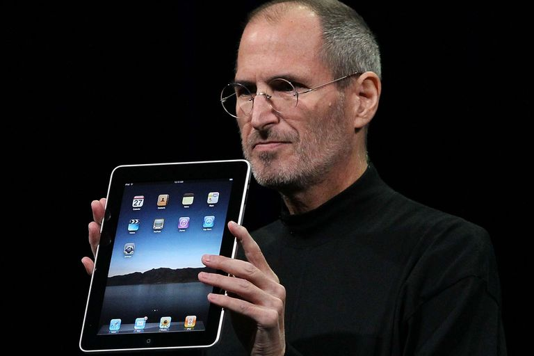 Steve Jobs displaying iPad