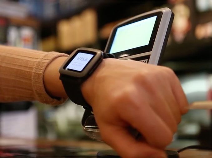 Pagaré smartband allowing Pebble to mobile pay