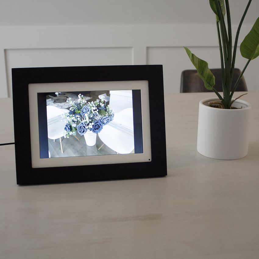 Brookstone PhotoShare Friends and Family Smart Frame