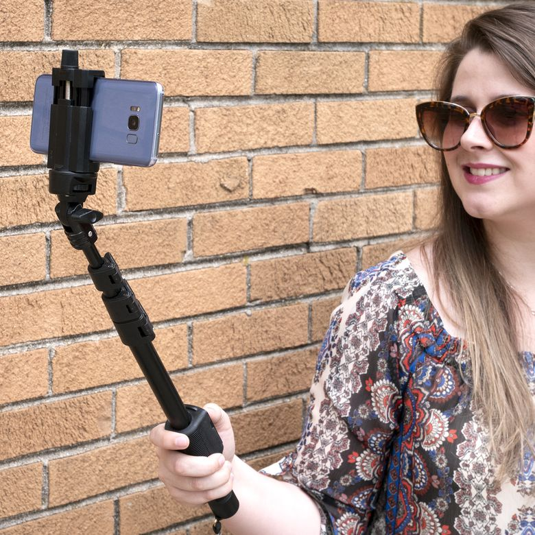 Fugetek FT-568 Professional Bluetooth Selfie Stick