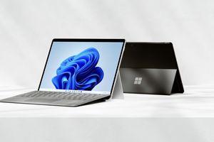 2 Surface Pro 8s back to back