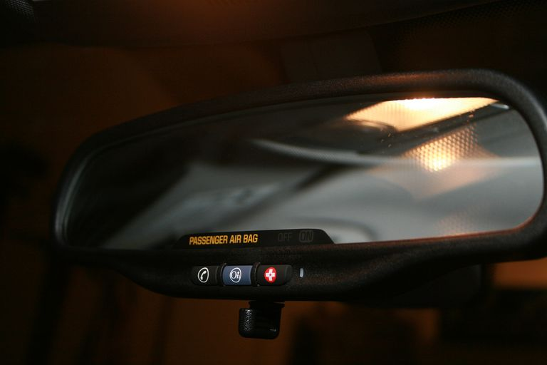 Picture of the OnStar mirror interface