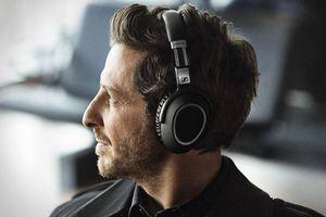 Man wearing Sennheiser PXC 550 Wireless Headphones