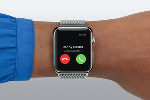 Apple Watch receiving a phone call