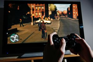 Player Tries To Master The Newly Released Grand Theft Auto IV