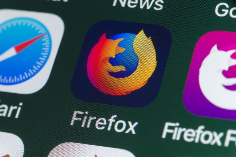 Icon for internet browser app Firefox, surrounded by Safari, Firefox Focus, News and other apps on the screen of an iPhone.