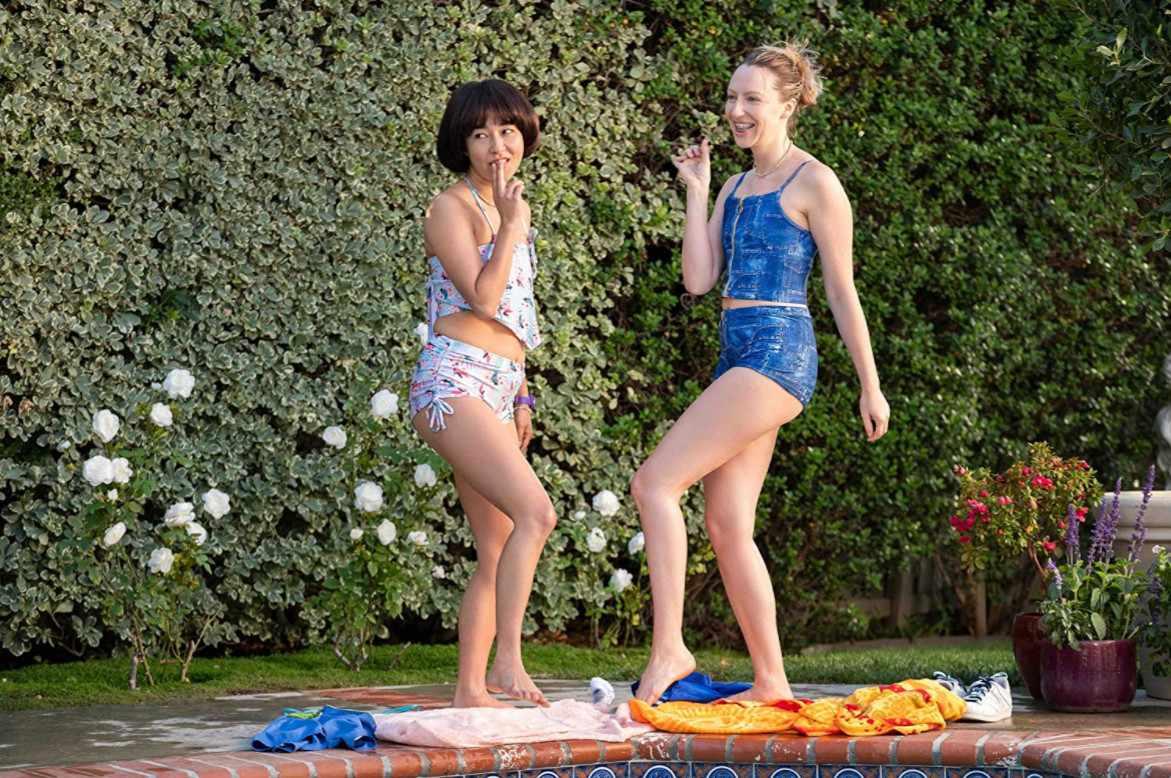 Maya Erskine and Anna Konkle in the Hulu TV show 'PEN15'.
