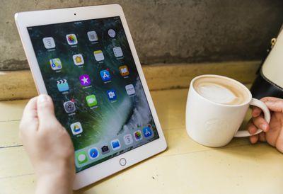 An iPad using used in a coffee shop
