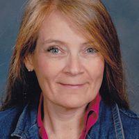 A portrait of Lynn Walford.
