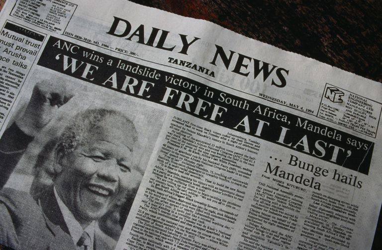 Headline in the Daily News newspaper 'We are free at last', the inauguration of Nelson Mandela