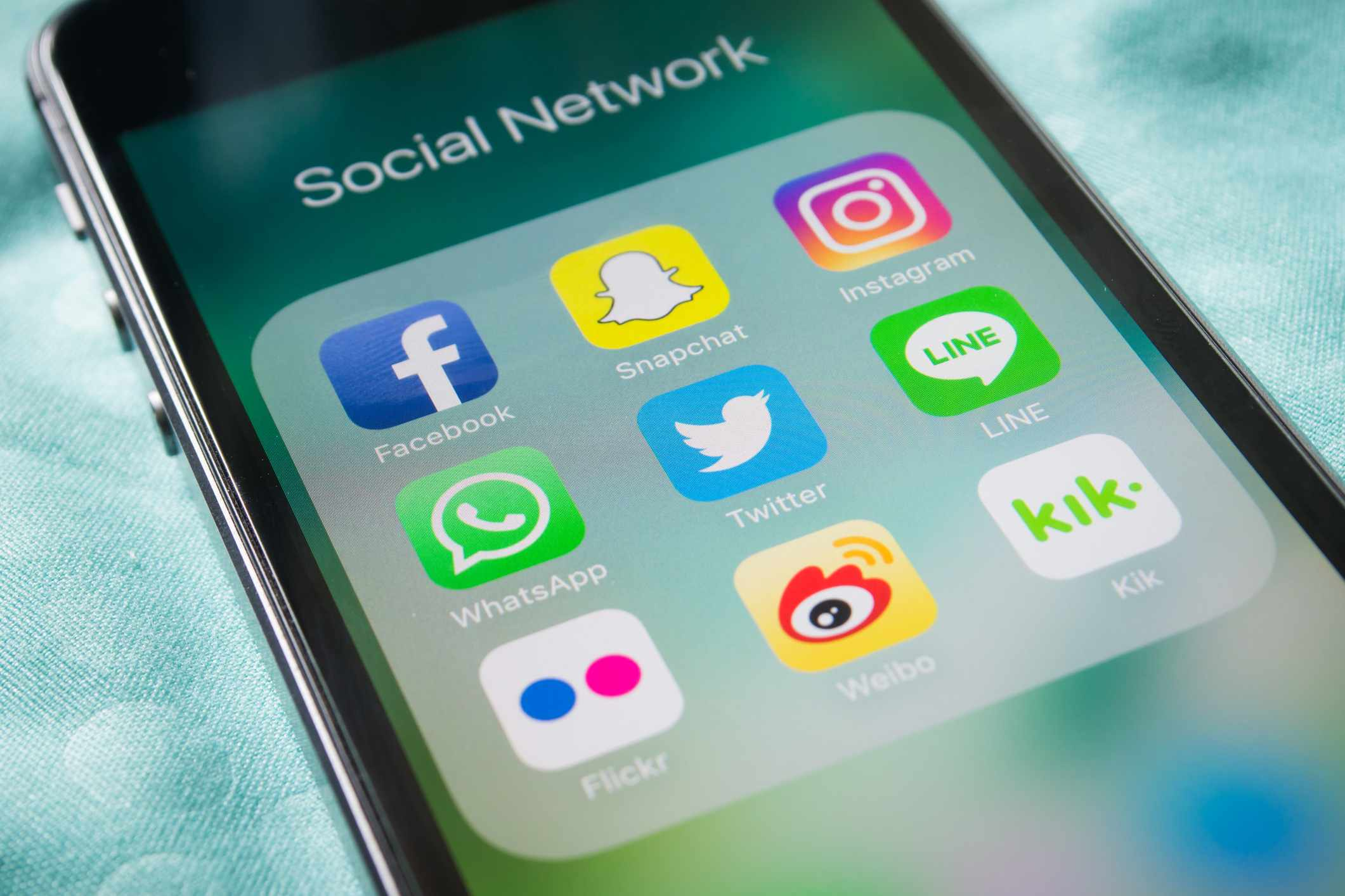 Smartphone with a variety of social media apps kik