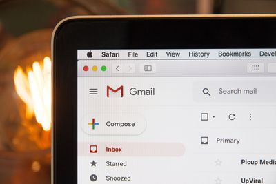 Mark conversation as important in Gmail